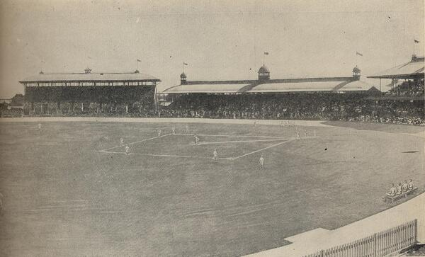 The White Sox and Giants playing at Sydney Cricket Ground in 1914. http://t.co/zeHVqkEpUL http://t.co/R9yUkx5952