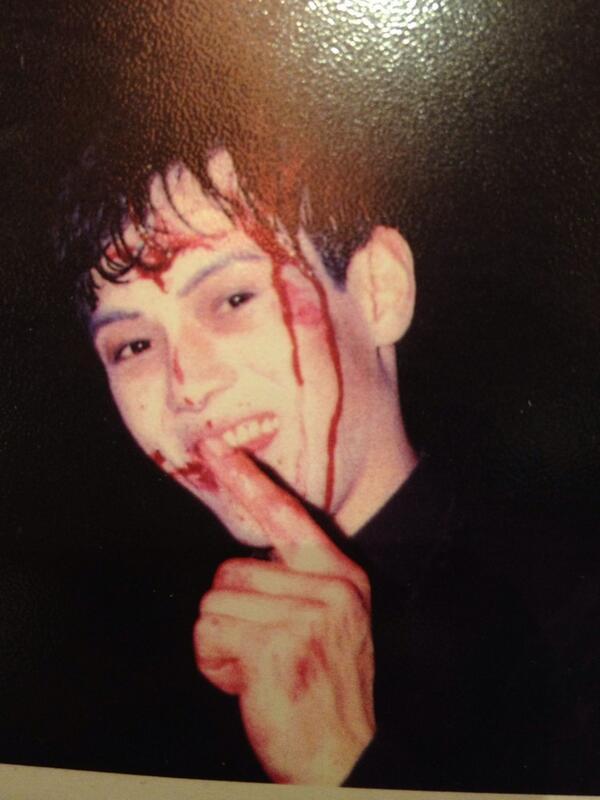 30年前のライチ★光クラブ終演後の僕。 長田ノオトコレクションからの写真。 血糊浴びて笑っている。 http://t.co/MPhEXScXO1