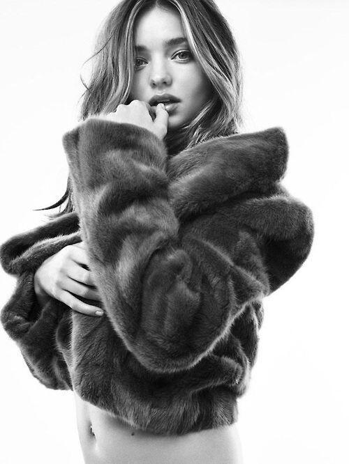 #models Miranda Kerr http://t.co/4C0sLE4RuV