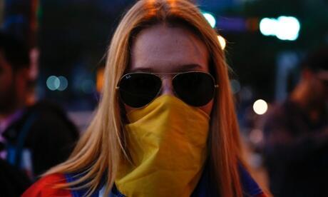 Periodista The Guardian que visitó Venezuela califica protestas como una revuelta delos ricos  http://t.co/81cM6Wt1OF http://t.co/C8ommT4BSV