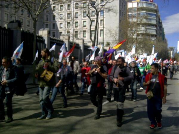 A música galega marca o paso da Marcha da Dignidade galega por Madrid cara Atocha #22M http://t.co/3qjqNeWXfQ