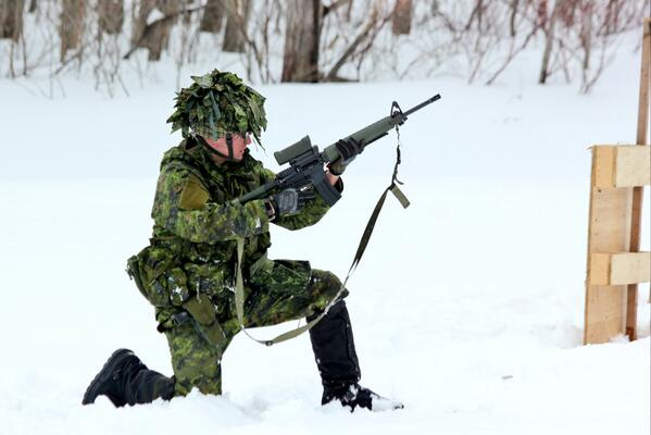 #RHFC Fusilier Hayes firing the C7 and 9mm on the dynamic transition rge at 4 Div Trg Centre in Meaford. http://t.co/olHvKfvu8w
