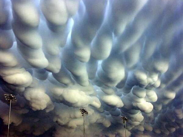 Mammatus Clouds, one of the rarest weather phenomena. http://t.co/5jnXJOMBme