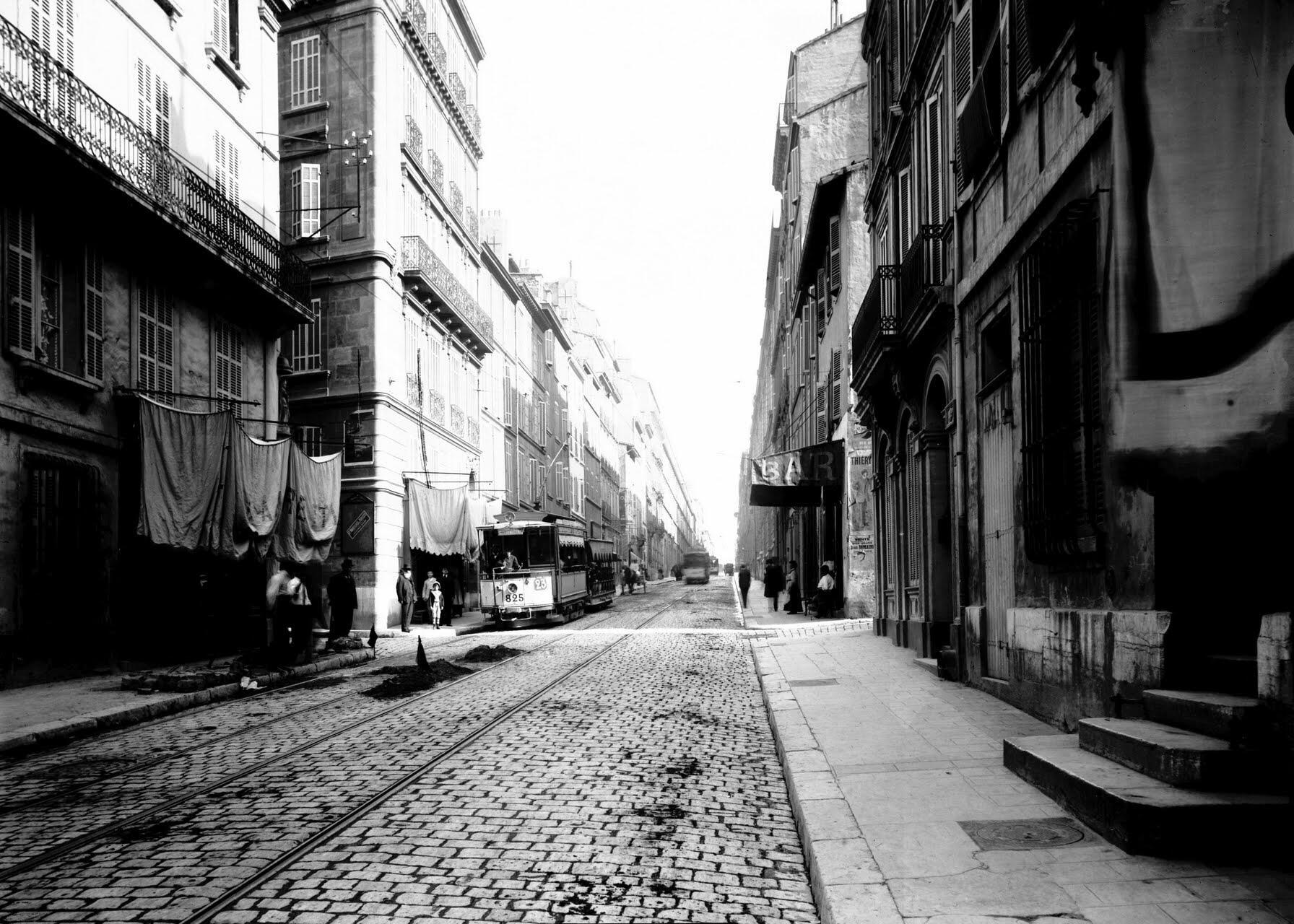 RT @DavidLaMars: La rue Paradis comme vous ne l'avez jamais vue vers 1900 #Marseille dans le rétroviseur du temps http://t.co/bvHaaKu85Y
