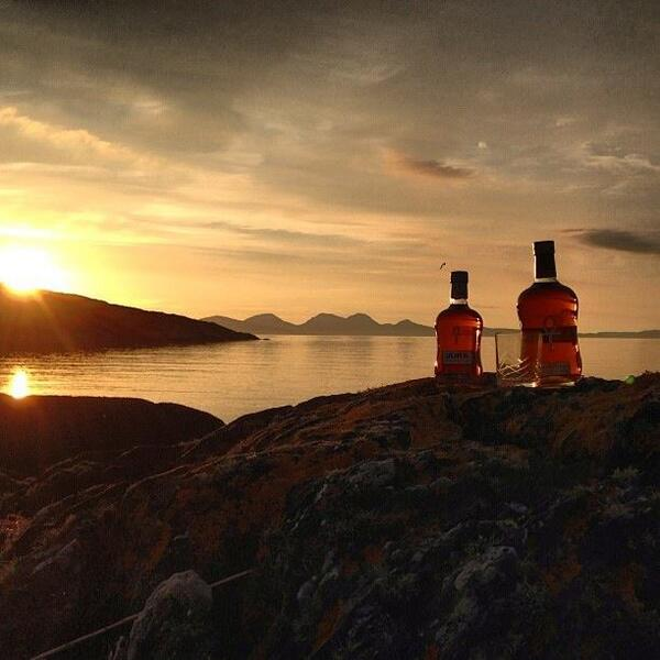 This beautiful picture was taken on Gigha island by Graham Ramsey. Have you enjoyed a dram in a remote place? http://t.co/iSMEL6OOp6