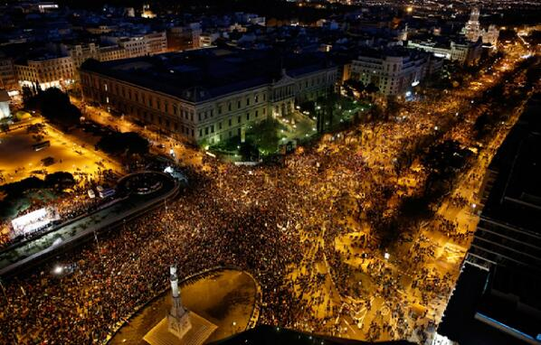 Mucha gente!! @gsemprunmdg: Clashes in #Madrid as thousands rally against govt  #22MDignidad