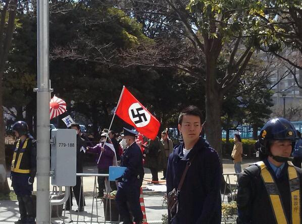 日本の空にはためくハーケンクロイツ、日本の街に響くジークハイル、レイシスト殴りたい。