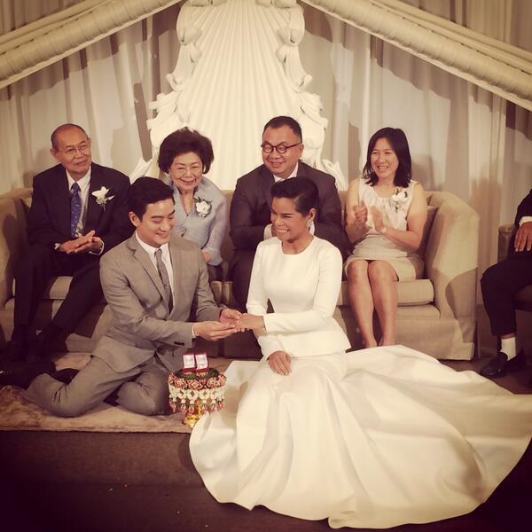 Finally!! แต่งแล้ววววว #opaloakthewedding http://t.co/SfAKtPPvEJ