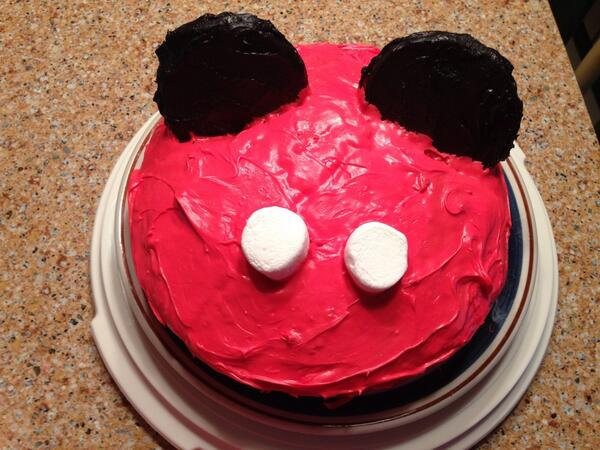 Mikey Mouse Cakee all donee http://t.co/1saN9xMTXy