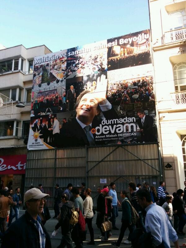 Beyoğlu'nda sinema ve tiyatrolar kapanırken, Emek AVM, AKM karakol yapılmışken, kültür üzerinden oy istemek! http://t.co/xLsTnTiP1k