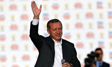 """Erdogan: """"I don't understand how people can defend Facebook, YouTube & Twitter."""" http://t.co/H23IWW3AJx #Turkey http://t.co/1ZcOPh4BbL"""