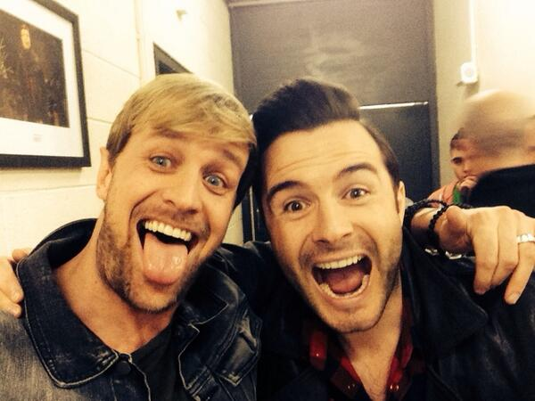 Great to see my buddy @ShaneFilan again. Reminiscing about the old days. Tune into #rtethevoice #selfie #goodolddays http://t.co/ujrUOLGZu9