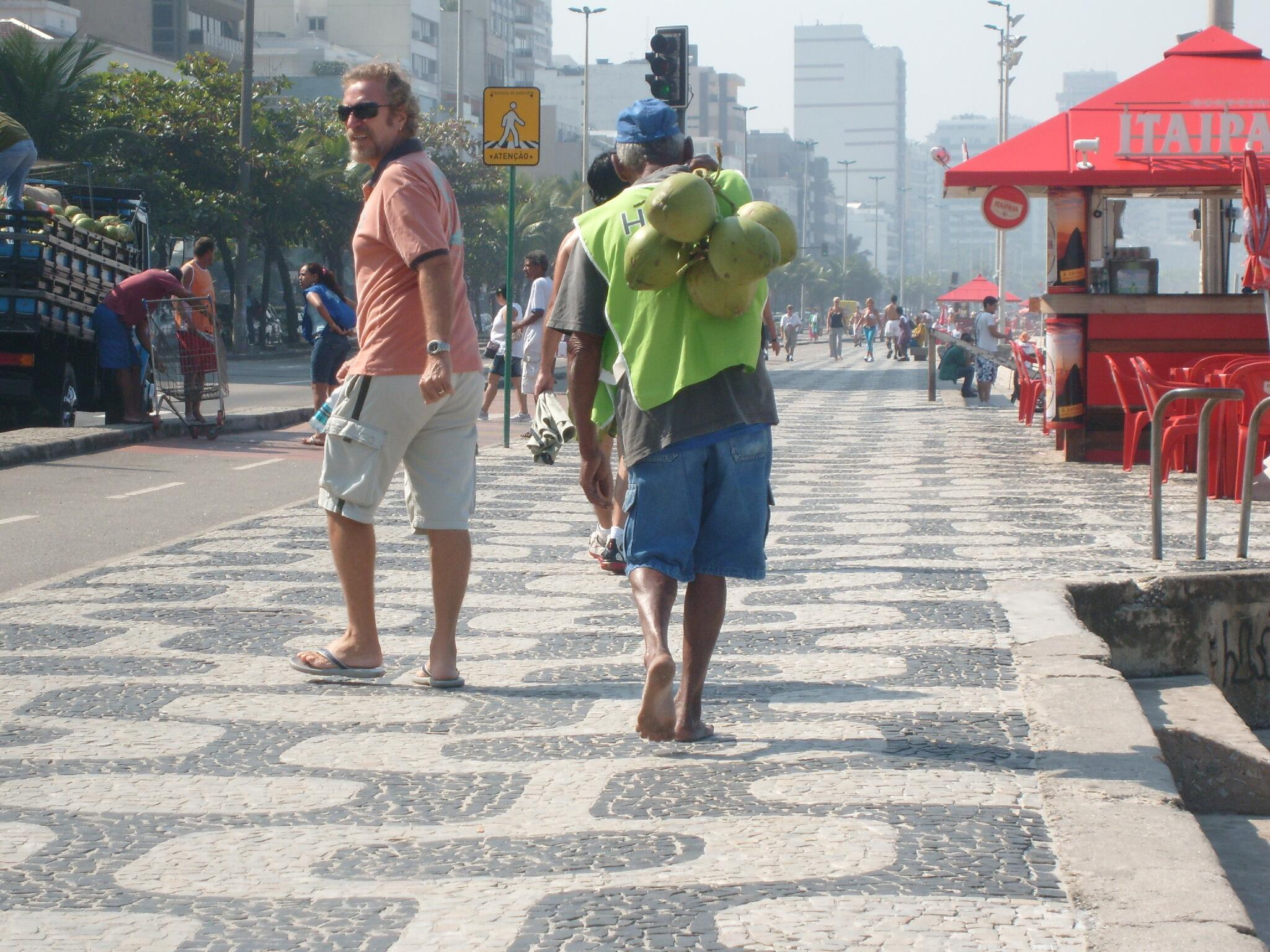RT @EatSoccerTV: #WorldCup2014 Rio: Scan QR codes on sidewalks for detailed maps w/ points of interest. Info in 3 languages! #travel http://t.co/OHgkfB5SAz