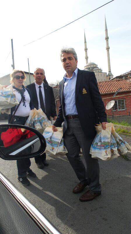 AKP Etiler'de torba torba yardim dagitimina basladi! http://t.co/thsZlSmNtN