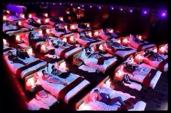 Who wanna go to a movie theater like this: http://t.co/zY4LMITiXR