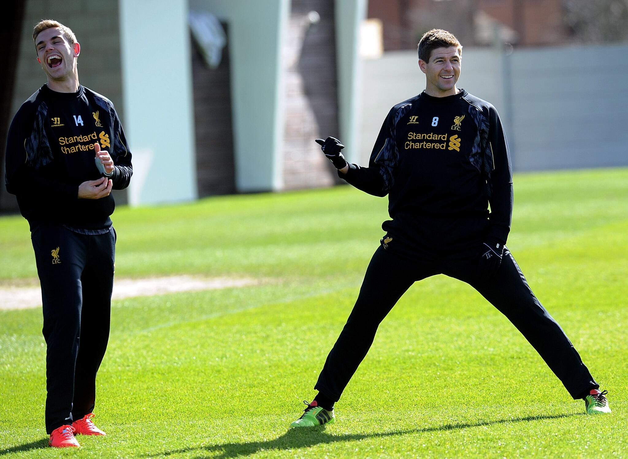 PHOTO: Stevie G and Jordan Henderson share a joke at Melwood earlier today #LFC http://t.co/Az8JzIO1Ip