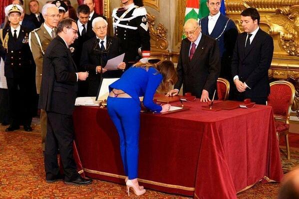 Poverina - La bufala del perizoma di Maria Elena Boschi finisce in Olanda  Leggi qui: http://t.co/RCgoWr07Tz http://t.co/dlkRe2ga6B