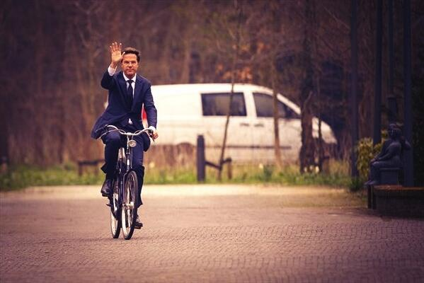 This apparently is how the Dutch PM arrived to meet Obama today http://t.co/Vn5JXhobki