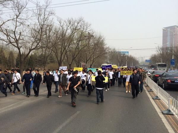 MH370 relatives marching to the Malaysian embassy http://t.co/LGyqByKWa4