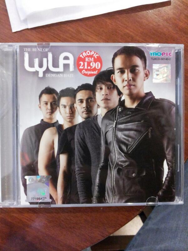 Baru di infoin sama @Alfa_Records kalo CD Album The Best Lyla sudah beredar di Malaysia.u http://t.co/BvW0S6UL7w