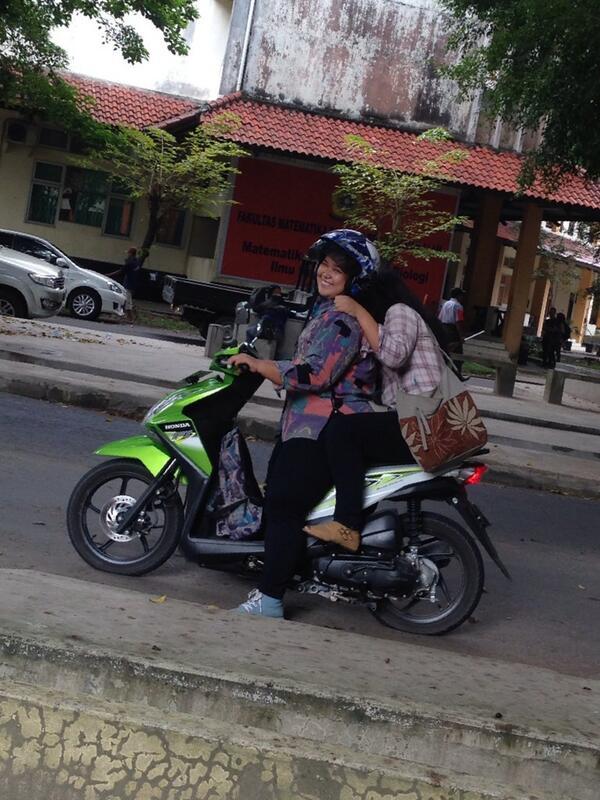 "-___-"" RF ""@ChintyaArditta: Wajarlah kalo ban motor ini kempes :"") ginaflorencia @GitaZet http://t.co/H4ooZSNKrg"