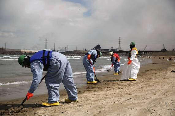 BP confirms tar sands oil spill near Chicago into Lake Michigan from Whiting refinery http://t.co/Ane2fq2p6v http://t.co/QSzRaJ5HLS