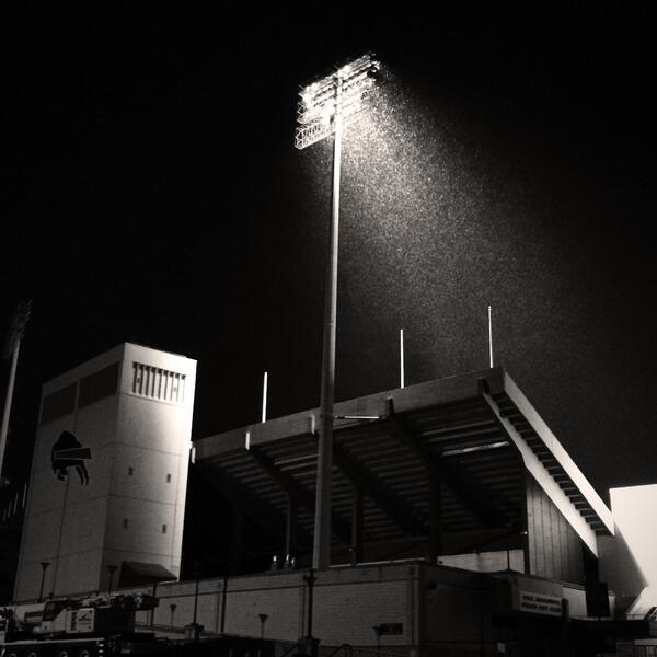 One light left on at the home of the #Bills, Ralph Wilson Stadium. This one's for you. http://t.co/fnc6wOag57