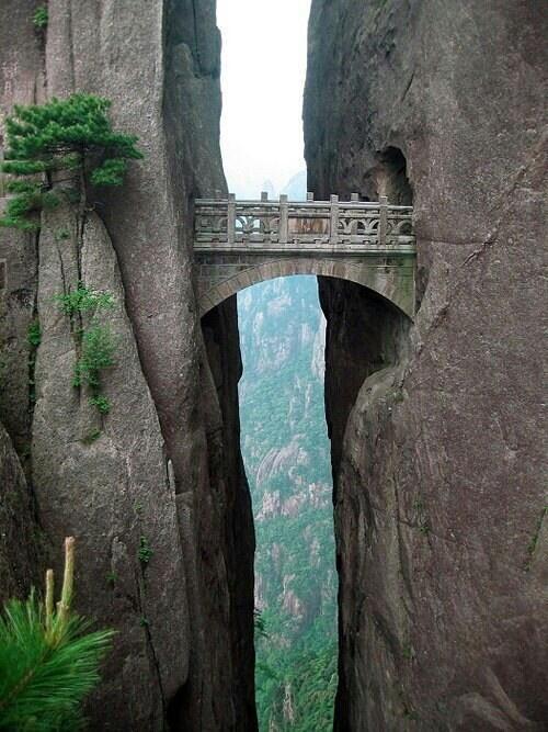جسر إنمورتالز ، الجبل الاصفر، الصين - Bridge of the Inmortals, Yellow Mountain, China #معلومات_سياحية http://t.co/714Wy41inV