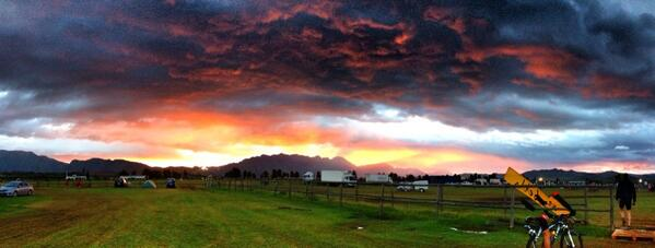 Sunrise in Robertson for @AbsaCapeEpic Stage 3.. http://t.co/QxbLtvqETe