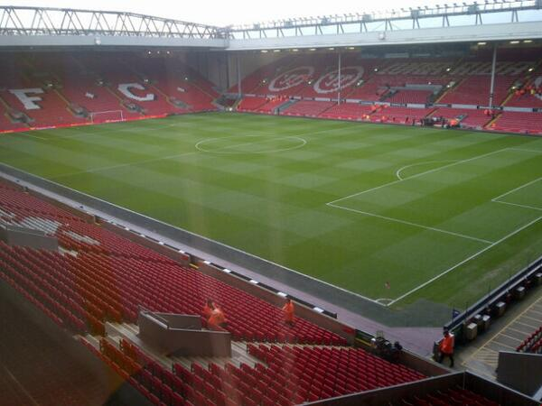 Not a bad office for the night! #lfc http://t.co/6yhNSlux2d