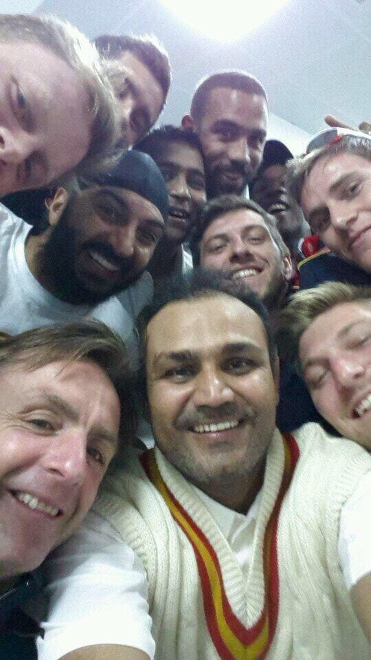 @virendersehwag Is back smashes 100 #MCCselfie http://t.co/WebWWCE7Tk