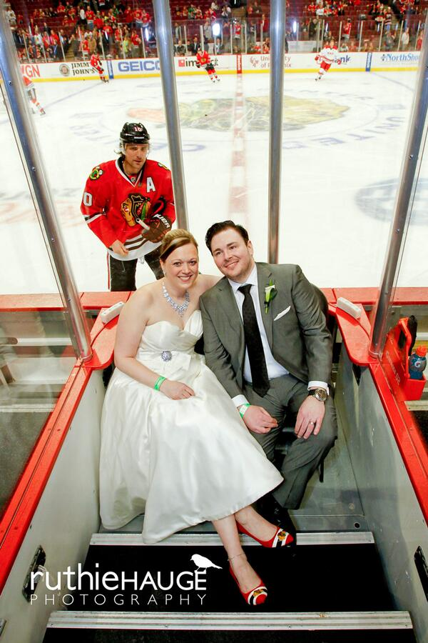 Sun-Times Media alum @RuthieHauge (http://t.co/pp3AxL7Dgn) caught #Blackhawks' @10PSharp photobombing a bride & groom http://t.co/bkFXGiNFrf
