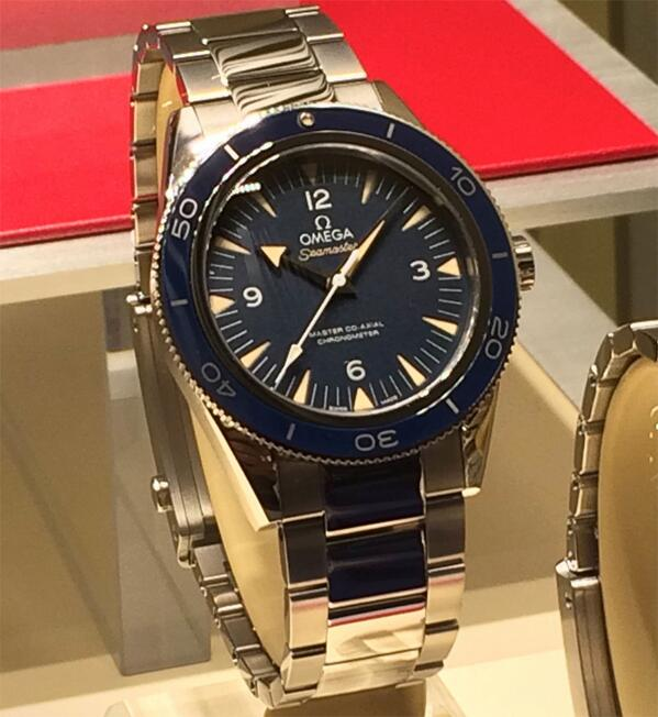 .@omegawatches Seamaster 300 New version of 1950s classic, master coaxial movement #ABTWBaselworld2014 #luxury http://t.co/AH5MyV3HCv