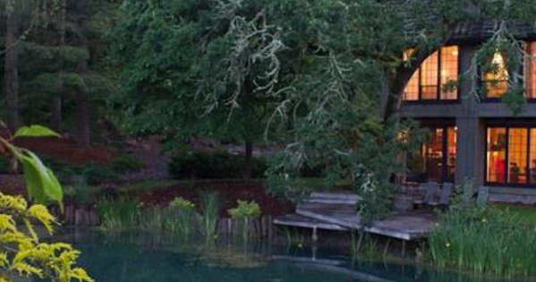 Try the Lake House for an #ORwinetrav getaway. http://t.co/fB68mqzYFM Beautiful house & private lake! http://t.co/ZJURSUwamU