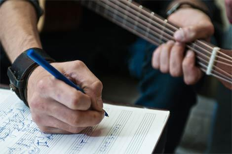 3 Ways To Keep Yourself Growing As A Songwriter: http://t.co/JZPm8VEzkZ   #songwriting  via @Sessionville #lyrics http://t.co/fQAS6jDiXp