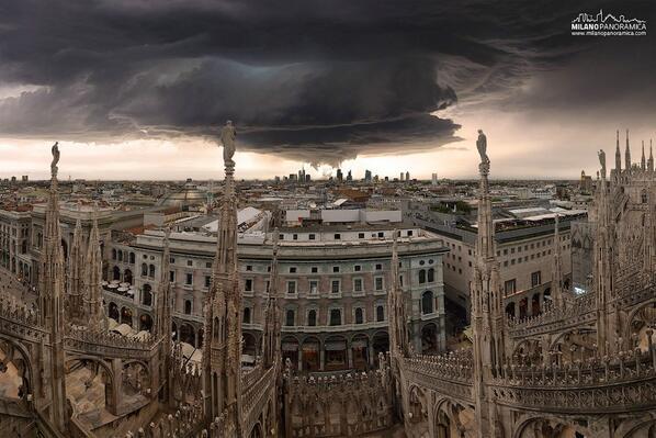 Dieci foto mozzafiato di Milano, come capita di vederla poche volte http://t.co/PtISWWyIUM http://t.co/WtAN0S8XnL