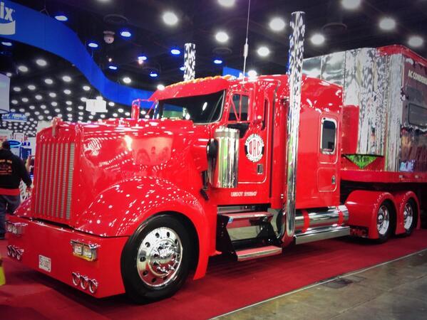 Dubbing this @DetroitRadiator #truck the Red Hot. Simple & stunning. #MATS2014 #MATS http://t.co/vvuESbftQ0