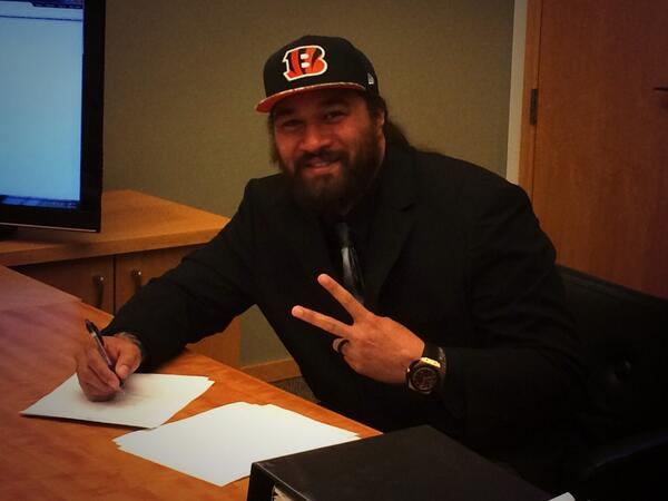 Thank you Lord! It's official Whodey Nation 3 more years! LOVE  BENGALS LOVE THE CITY LOVE THE FANS!  #GodIsGood http://t.co/edBVNxPddJ