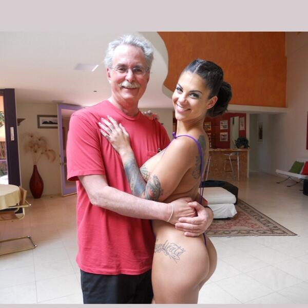 #throwbackthursday #tbt Yours truly with the one, the only @thebonnierotten on a set not all that long ago. http://t.co/NorjAwjKPS