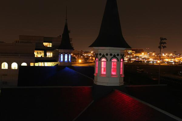 From the red side - @ChurchillDowns' #TwinSpires celebrate the showdown between Louisville red and Kentucky Blue. http://t.co/z2fWOrk8Br