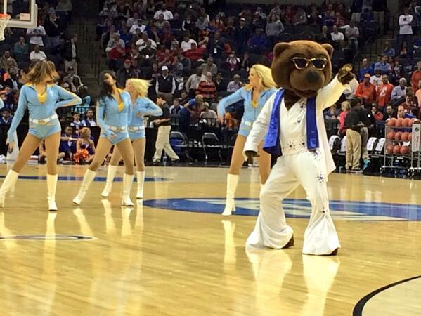 UCLA may be down 6 but Joe Bruin and the @UCLASpiritSquad just won the halftime performance. #TheKing http://t.co/m2euO0RFsw