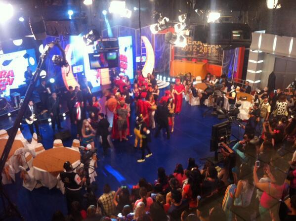 Toda la fiesta en la #Celebraduacion  vista desde el control Room http://t.co/6c2oJUPMSP