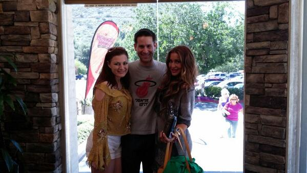 Luv my Reilly sisters @RachelEReilly @ElissaReillyS http://t.co/3raLx5fGJJ