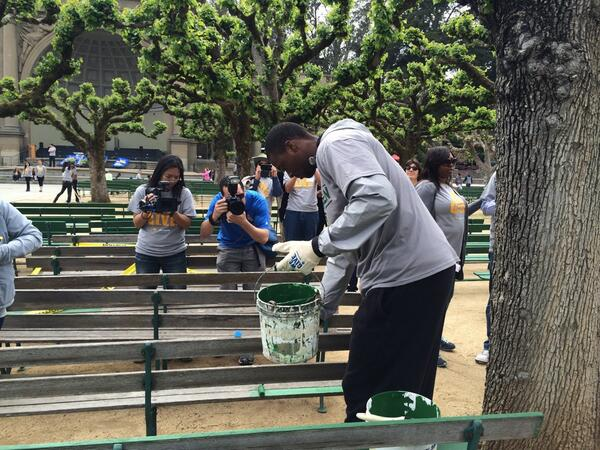 Thank you @warriors and @hbarnes for your volunteer services at Golden Gate Park now! http://t.co/TCnf1qKwl4