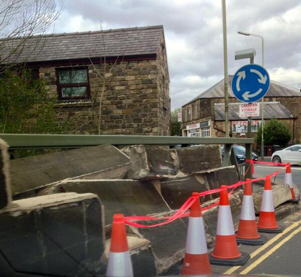 Glossop's Woolley Bridge #A57 will be closed THIS SUNDAY to allow DCC to repair. Allow longer for journeys. Pls RT http://t.co/wj51p5wyJZ