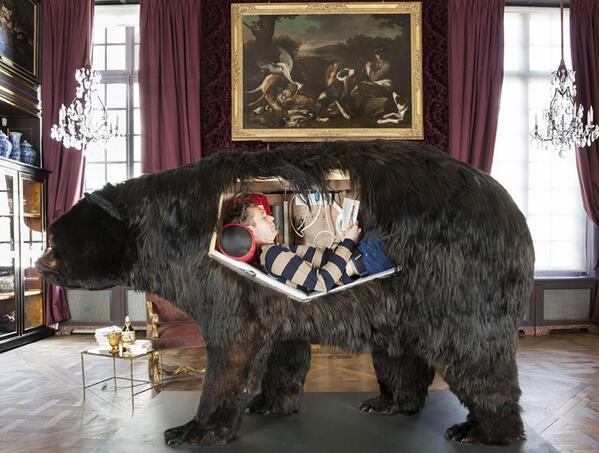 Who WOULDN'T want to live inside a hollowed-out bear for two weeks? http://t.co/5rp6Fx60FZ http://t.co/vtNRsGOTEZ