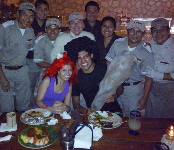 Felicidades a @luisitorey por crear una nueva tribu y celebrar en Xplor Fuego. #unga http://t.co/qMgX7IgLzs