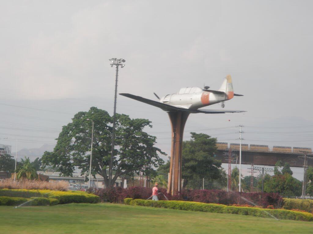 Redoma El Avión, También llamada plaza Homenaje a las Fuerzas Armadas.Foto http://t.co/AZYlEqWTOp  http://t.co/NE1Hul9jll