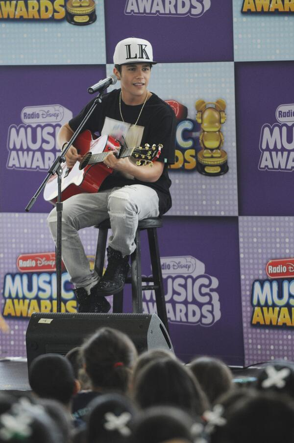 .@AustinMahone JUST announced that he'll be performing AND presenting at the @radiodisney Music Awards on April 26! http://t.co/INw5NnOyXm