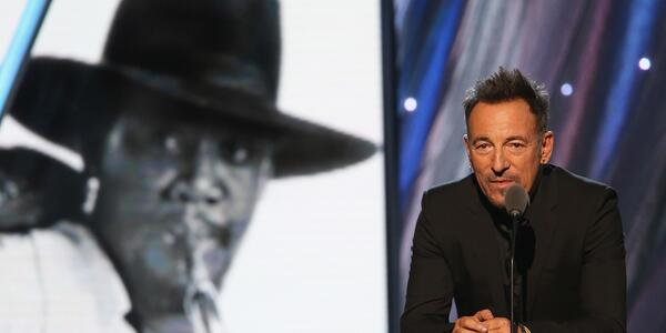 .@springsteen inducts the Big Man, @StevieVanZandt & the rest of the E Street Band into @rock_hall. #rockhall2014 http://t.co/6ejntPodvi